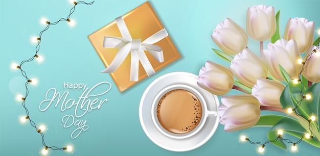 Xícara de café e tulipa flores