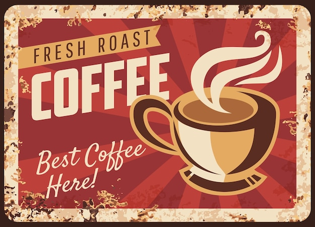 Xícara de café fumegante placa de metal enferrujada, caneca com bebida quente torrada