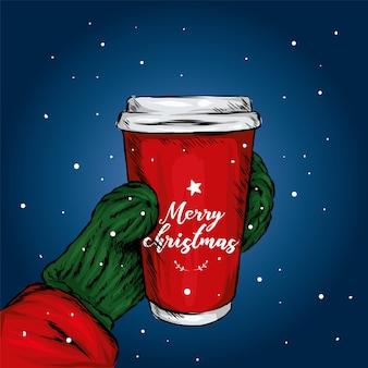 Xícara de café na mão na neve