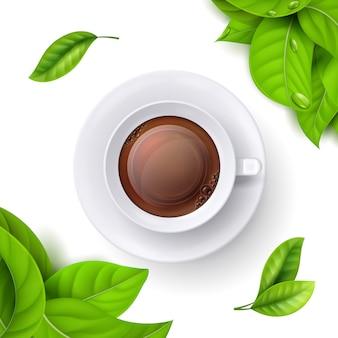 Xícara de chá e folhas