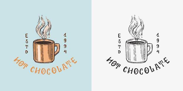Xícara de chocolate quente ou café em crachá vintage ou logotipo para loja de tipografia ou letreiros