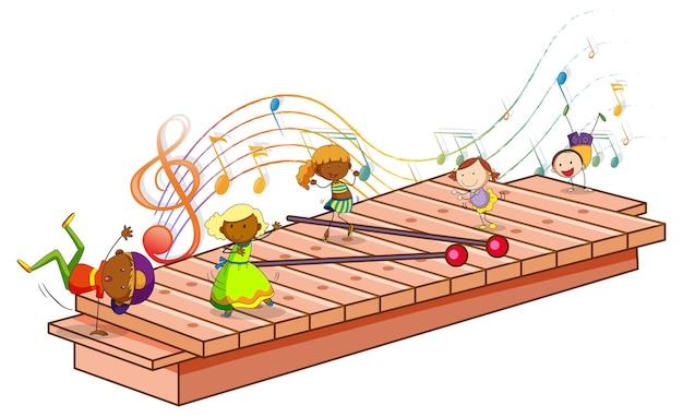 Xilofone com muitas crianças felizes e símbolos de melodia isolados