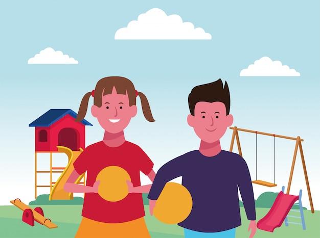Zona de crianças, feliz menino e menina com bolas e balanço slide gangorra playground