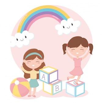 Zona de crianças, menina bonitinha brincando com brinquedos de bola de blocos de alfabeto