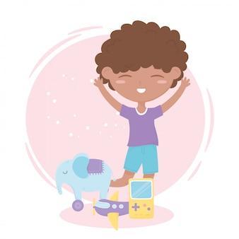 Zona de crianças, menino bonitinho brinquedos elefante videogame e avião