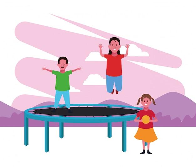 Zona de crianças, menino e menina pulando trampolim e menina com playground de cabine de comida de bola