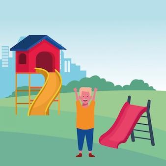Zona de crianças, menino feliz mãos para cima com playground de slides