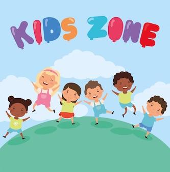 Zona infantil com grupo de crianças inter-raciais no campo