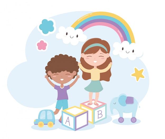 Zona infantil, menino bonitinho e menina bloqueiam brinquedos de elefante de carro