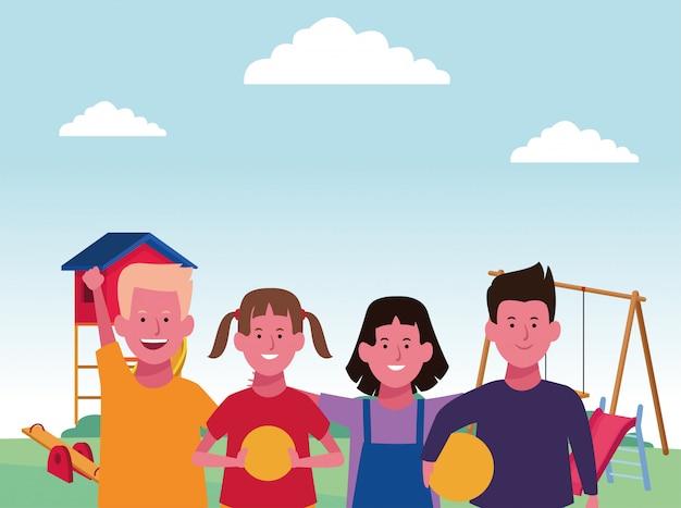 Zona infantil, meninos e meninas felizes com bolas e playground de gangorra de balanço
