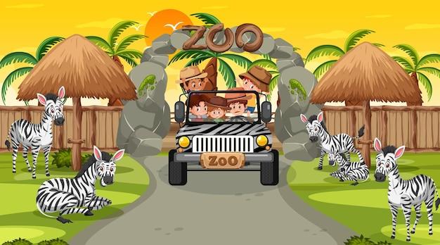 Zoo ao pôr do sol com muitas crianças assistindo o grupo de zebras