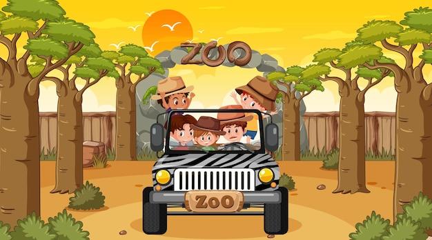 Zoo ao pôr do sol com muitas crianças em um carro jipe