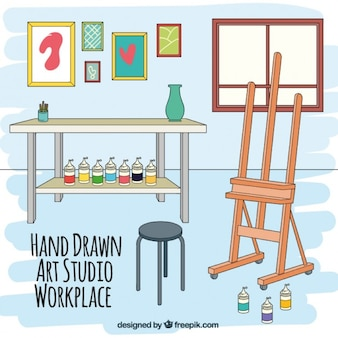 A mano sul posto di lavoro artistico