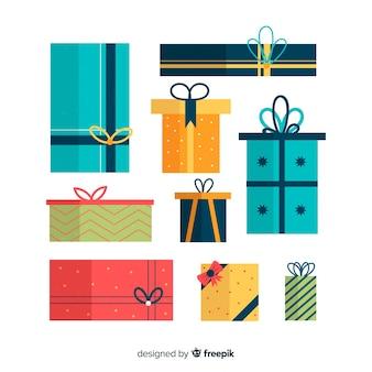 Accumulazione variopinta dei contenitori di regalo di natale nella progettazione piana