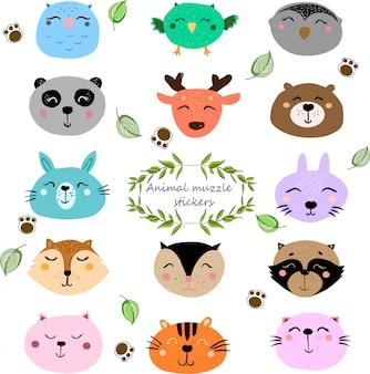 Adesivi con simpatiche museruole di animali. ritratto di animali selvatici con design piatto.
