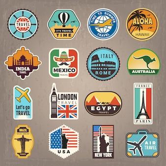 Adesivi da viaggio. distintivi di vacanza o loghi per viaggiatori retrò foto vettoriali