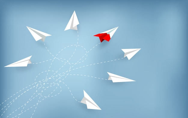 Aereo di carta rosso cambiando direzione dal bianco. nuova idea.