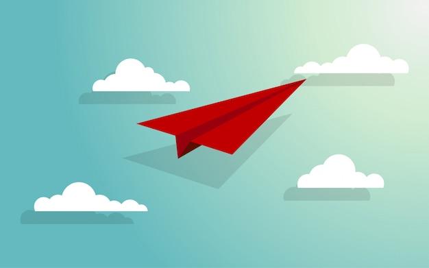 Aeroplano di carta che vola attraverso il gruppo di nuvole