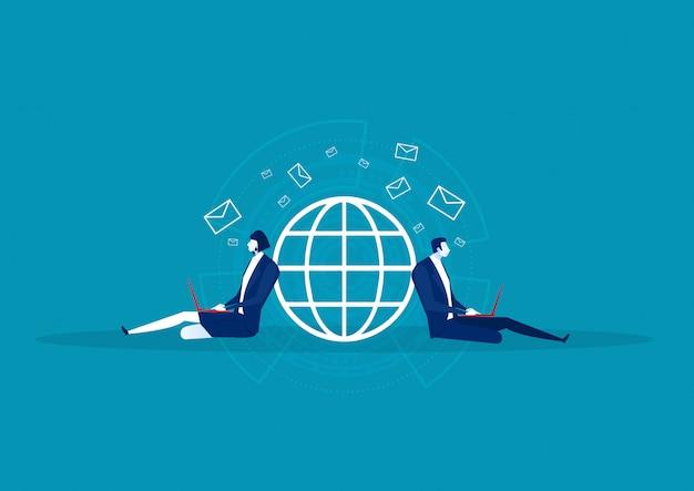 Affari seduti per inviare e-mail sulla rete in tutto il mondo. comunicare nei social network