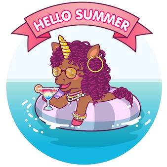 Afro unicorno che galleggia su un salvagente, rilassante sull'acqua
