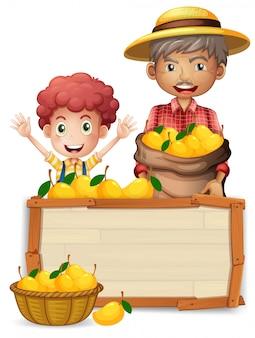 Agricoltore con banner in legno di mango