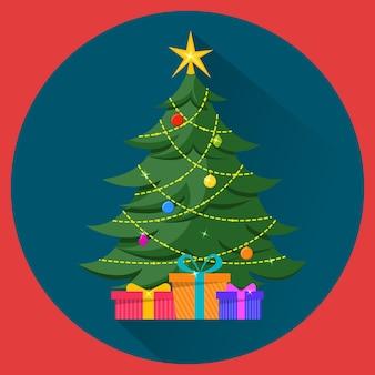 Albero di natale con decorazioni e regali