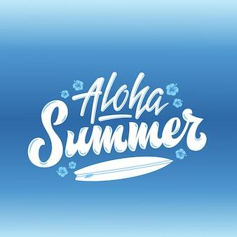 Aloha summer lettering a mano. con tavola da surf e decorazione di fiori alle hawaii. sfondo blu sfumato