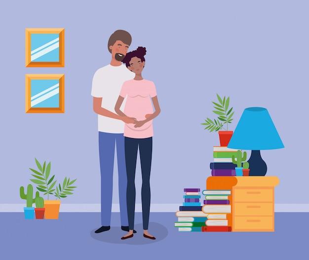 Amanti interrazziali gravidanza coppia in casa