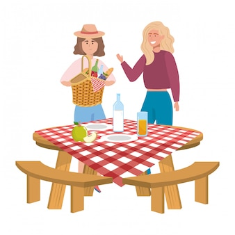 Amici di donne che hanno picnic