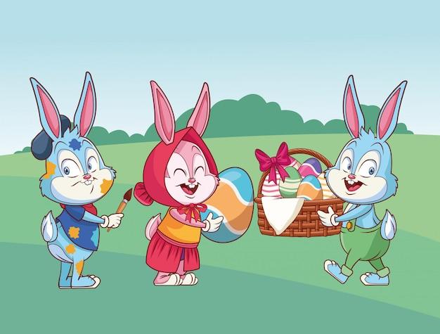 Amici felici del coniglietto di pasqua sveglio sulla natura