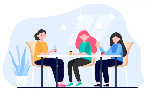 Amici femminili che vanno in giro nel caffè