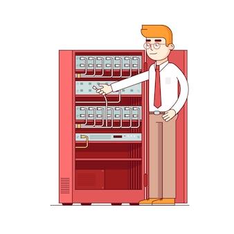 Amministratore di rete che lavora con le attrezzature