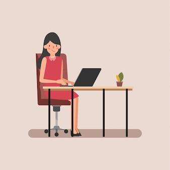 Amministrazione che lavora su scene di animazione per laptop.