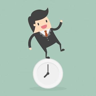 Amministrazione tempo con dipendenti in piedi sull'orologio
