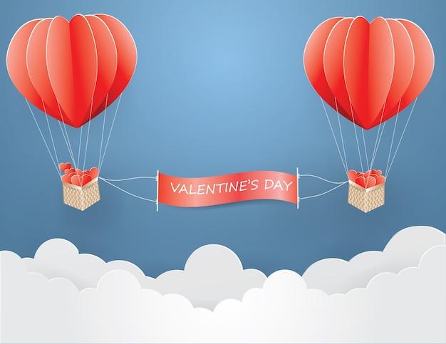 Amore e san valentino, palloncino rosa scelto con cuore di carta nel cestino di legno sul cielo