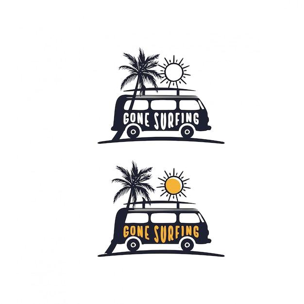 Andato a fare surf con lo slogan sui furgoni in spiaggia