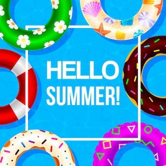 Anello gonfiabile da nuoto posterhello estivo nella cornice bianca. giochi d'acqua, galleggianti. festa in spiaggia e ciao estate.