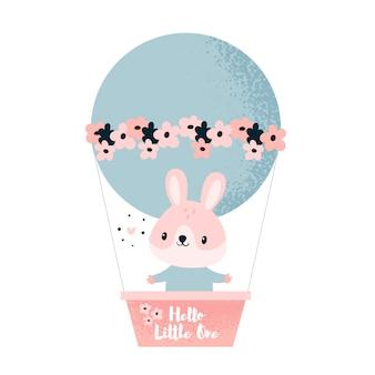 Animale da coniglio piccolo coniglio che vola in un pallone con fiori. ciao piccolo