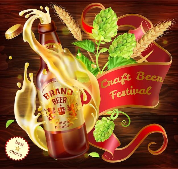 Annuncio del festival della birra artigianale. 3d che spruzza dalla birra chiara della bottiglia di vetro