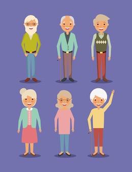 Anziani del gruppo e anziani della nonna che stanno posa