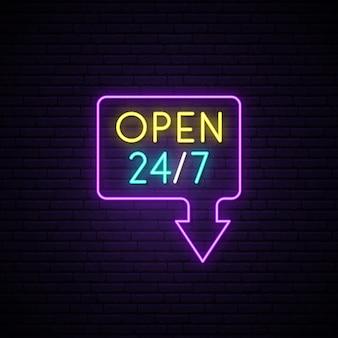 Apra l'insegna al neon 24/7.