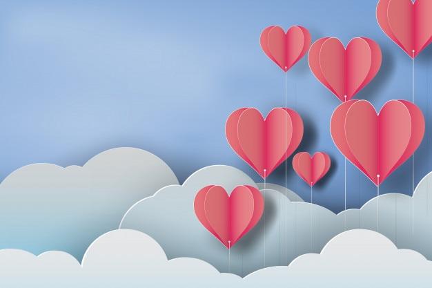 Arte di carta del cuore palloncino rosso su sfondo blu cielo