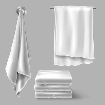 Asciugamani di stoffa bianca