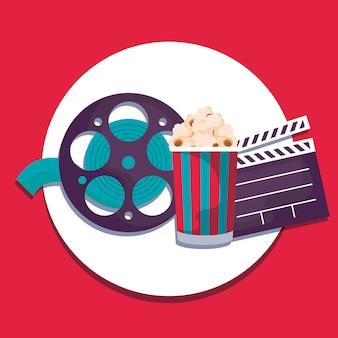 Assicella del cinema con bobina di nastro con popcorn