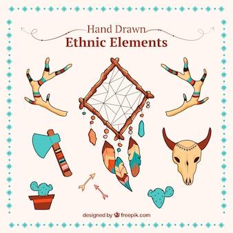 Assortimento etnico di oggetti disegnati a mano