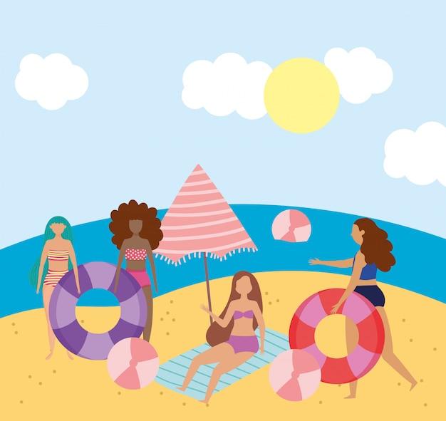Attività estive per le persone, gruppo di palline per ragazze, ombrellone e galleggiante, spiaggia rilassante e per il tempo libero all'aperto
