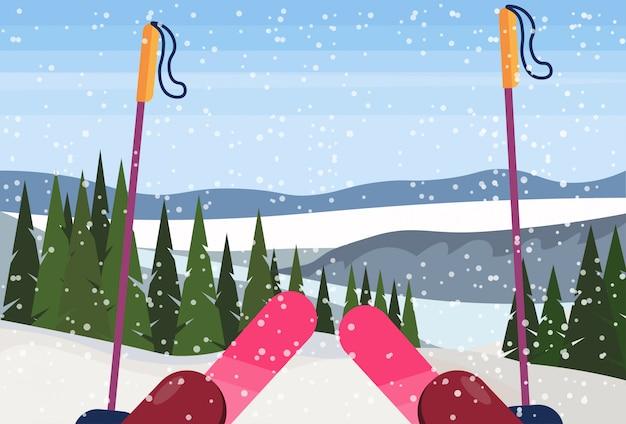 Attrezzatura da sci in montagna
