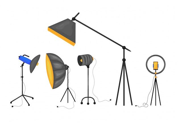 Attrezzatura professionale di illuminazione dello studio della foto ed insieme dell'illustrazione della macchina fotografica. set di icone per studi fotografici e video