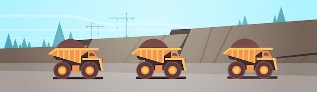 Attrezzature professionali per autocarri ribaltabili gialli pesanti che lavorano alla miniera di carbone