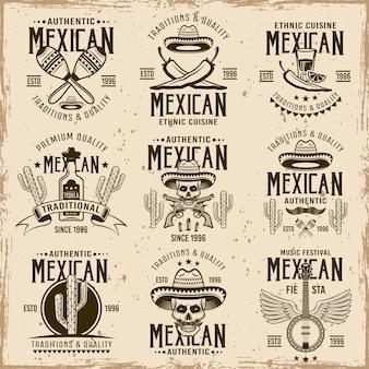 Attributi nazionali messicani e segni autentici, set di emblemi marroni, etichette, distintivi e loghi in vintage su sfondo sporco con macchie e texture grunge